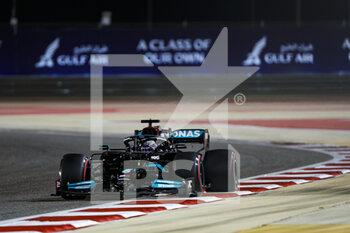 27/03/2021 - 44 HAMILTON Lewis (gbr), Mercedes AMG F1 GP W12 E Performance, action during Formula 1 Gulf Air Bahrain Grand Prix 2021 from March 26 to 28, 2021 on the Bahrain International Circuit, in Sakhir, Bahrain - Photo Frédéric Le Floc?h / DPPI - FORMULA 1 GULF AIR BAHRAIN GRAND PRIX 2021 - FORMULA 1 - MOTORI