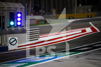 27/03/2021 - Pitlane red light illustration during Formula 1 Gulf Air Bahrain Grand Prix 2021 from March 26 to 28, 2021 on the Bahrain International Circuit, in Sakhir, Bahrain - Photo Florent Gooden / DPPI - FORMULA 1 GULF AIR BAHRAIN GRAND PRIX 2021 - FORMULA 1 - MOTORI