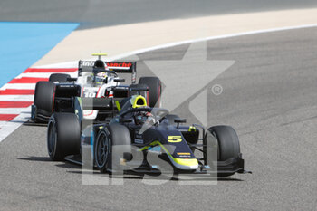 28/03/2021 - 05 Ticktum Dan (gbr), Carlin, Dallara F2, action during the 1st round of the 2021 FIA Formula 2 Championship from March 26 to 28, 2021 on the Bahrain International Circuit, in Sakhir, Bahrain - Photo Frédéric Le Floc?h / DPPI - 1ST ROUND OF THE 2021 FIA FORMULA 2 CHAMPIONSHIP - FORMULA 2 - MOTORI