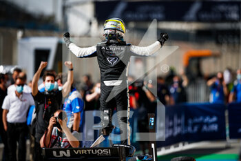 28/03/2021 - Zhou Guanyu (chn), UNI-Virtuosi Racing, Dallara F2, portrait win celebration during the 1st round of the 2021 FIA Formula 2 Championship from March 26 to 28, 2021 on the Bahrain International Circuit, in Sakhir, Bahrain - Photo Florent Gooden / DPPI - 1ST ROUND OF THE 2021 FIA FORMULA 2 CHAMPIONSHIP - FORMULA 2 - MOTORI