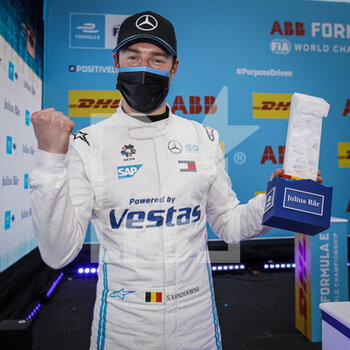 24/04/2021 - VANDOORNE Stoffel (bel), Mercedes-Benz EQ Formula E Team, Mercedes-Benz EQ Silver Arrow 02, portrait, pole position during the 2021 Valencia ePrix, 3rd meeting of the 2020-21 Formula E World Championship, on the Circuit Ricardo Tormo from April 23 to 25, in Valencia, Spain - Photo François Flamand / DPPI - 2021 VALENCIA EPRIX, 3RD MEETING OF THE 2020-21 FORMULA E WORLD CHAMPIONSHIP - FORMULA E - MOTORI