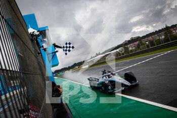 24/04/2021 - 17 De Vries Nyck (nld), Mercedes-Benz EQ Formula E Team, Mercedes-Benz EQ Silver Arrow 02, action chequered flag drapeau à damiers during the 2021 Valencia ePrix, 3rd meeting of the 2020-21 Formula E World Championship, on the Circuit Ricardo Tormo from April 23 to 25, in Valencia, Spain - Photo Germain Hazard / DPPI - 2021 VALENCIA EPRIX, 3RD MEETING OF THE 2020-21 FORMULA E WORLD CHAMPIONSHIP - FORMULA E - MOTORI