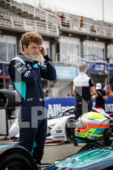 25/04/2021 - TURVEY Oliver (gbr), Nio 333 FE Team, Nio 333 FE 001, portrait grille de depart starting grid during the 2021 Valencia ePrix, 3rd meeting of the 2020-21 Formula E World Championship, on the Circuit Ricardo Tormo from April 23 to 25, in Valencia, Spain - Photo Germain Hazard / DPPI - 2021 VALENCIA EPRIX, 3RD MEETING OF THE 2020-21 FORMULA E WORLD CHAMPIONSHIP - FORMULA E - MOTORI