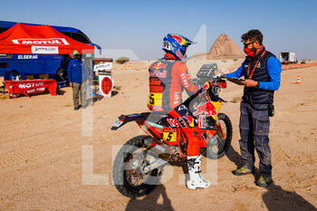 06/01/2021 - Sunderland Sam (gbr), KTM, Red Bull KTM Factory Team, Moto, Bike, DSS atmosphere during the 4th stage of the Dakar 2021 between Wadi Al Dawasir and Riyadh, in Saudi Arabia on January 6, 2021 - Photo Florent Gooden / DPPI - DAKAR 2021 - 4TH STAGE - WADI AL DAWASIR - RIYADH - RALLY - MOTORI