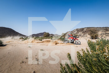 06/01/2021 - 01 Brabec Ricky (usa), Honda, Monster Energy Honda Team 2021, Motul, Moto, Bike, action during the 4th stage of the Dakar 2021 between Wadi Al Dawasir and Riyadh, in Saudi Arabia on January 6, 2021 - Photo Frédéric Le Floc'h / DPPI - DAKAR 2021 - 4TH STAGE - WADI AL DAWASIR - RIYADH - RALLY - MOTORI