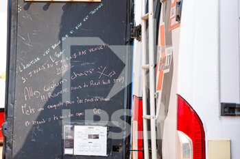 09/01/2021 - Message on a truck during the Rest Day of the Dakar 2021 in Ha'il, in Saudi Arabia on January 9, 2021 - Photo Frédéric Le Floc'h / DPPI - DAKAR 2021 - REST DAY - RALLY - MOTORI