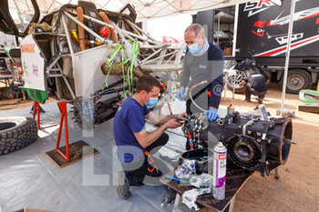09/01/2021 - 316 Seaidan Yasir (sau), Kuzmich Alexey (rus), Century, SRT Racing, Auto, mechanic atmosphere during the Rest Day of the Dakar 2021 in Ha'il, in Saudi Arabia on January 9, 2021 - Photo Florent Gooden / DPPI - DAKAR 2021 - REST DAY - RALLY - MOTORI