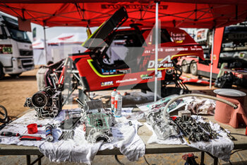 09/01/2021 - PH sport, mechanic during the Rest Day of the Dakar 2021 in Ha'il, in Saudi Arabia on January 9, 2021 - Photo Antonin Vincent / DPPI - DAKAR 2021 - REST DAY - RALLY - MOTORI