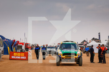 09/01/2021 - 335 Spinelli Guilherme (bra), Haddad Youssef (bra), Mini, X-Raid Mini JCW Rally Team, Auto, bivouac during the Rest Day of the Dakar 2021 in Ha'il, in Saudi Arabia on January 9, 2021 - Photo Frédéric Le Floc'h / DPPI - DAKAR 2021 - REST DAY - RALLY - MOTORI