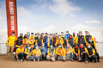 09/01/2021 - Medical center, group photo during the Rest Day of the Dakar 2021 in Ha'il, in Saudi Arabia on January 9, 2021 - Photo Antonin Vincent / DPPI - DAKAR 2021 - REST DAY - RALLY - MOTORI