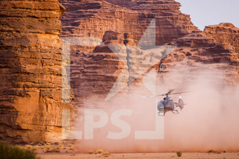 13/01/2021 - helicopter, during the 10th stage of the Dakar 2021 between Neom and Al-?Ula, in Saudi Arabia on January 13, 2021 - Photo Frédéric Le Floc'h / DPPI - 10TH STAGE OF THE DAKAR 2021 BETWEEN NEOM AND ALULA - RALLY - MOTORI