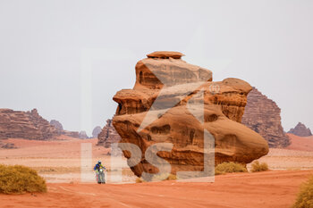 13/01/2021 - 15 Santolino Lorenzo (esp), Sherco TVS, Sherco TVS Rally Factory, Motul, Moto, Bike, action during the 10th stage of the Dakar 2021 between Neom and Al-?Ula, in Saudi Arabia on January 13, 2021 - Photo Frédéric Le Floc'h / DPPI - 10TH STAGE OF THE DAKAR 2021 BETWEEN NEOM AND ALULA - RALLY - MOTORI