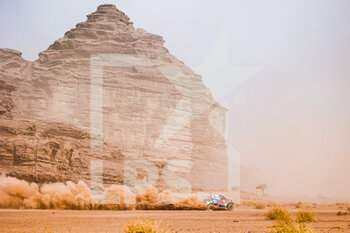 13/01/2021 - #301 Al-Attiyah Nasser (qat), Baumel Matthieu (fra), Toyota, Toyota Gazoo Racing, Auto, action during the 10th stage of the Dakar 2021 between Neom and Al-Ula, in Saudi Arabia on January 13, 2021 - Photo Florent Gooden / DPPI - 10TH STAGE OF THE DAKAR 2021 BETWEEN NEOM AND ALULA - RALLY - MOTORI