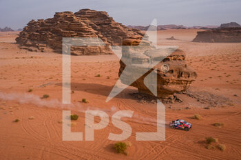 13/01/2021 - #301 Al-Attiyah Nasser (qat), Baumel Matthieu (fra), Toyota, Toyota Gazoo Racing, Auto, action during the 10th stage of the Dakar 2021 between Neom and Al-Ê¿Ula, in Saudi Arabia on January 13, 2021 - Photo Eric Vargiolu / DPPI - 10TH STAGE OF THE DAKAR 2021 BETWEEN NEOM AND ALULA - RALLY - MOTORI