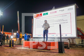 13/01/2021 - David Castera, Director, Dakar Rally, briefing during the 10th stage of the Dakar 2021 between Neom and Al-Ê¿Ula, in Saudi Arabia on January 13, 2021 - Photo Julien Delfosse / DPPI - 10TH STAGE OF THE DAKAR 2021 BETWEEN NEOM AND ALULA - RALLY - MOTORI