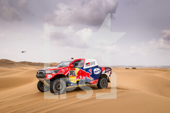 13/01/2021 - 301 Al-Attiyah Nasser (qat), Baumel Matthieu (fra), Toyota, Toyota Gazoo Racing, Auto, action during the 11th stage of the Dakar 2021 between Al-'Ula and Yanbu, in Saudi Arabia on January 14, 2021 - Photo Frédéric Le Floc'h / DPPI - 10TH STAGE OF THE DAKAR 2021 BETWEEN NEOM AND ALULA - RALLY - MOTORI