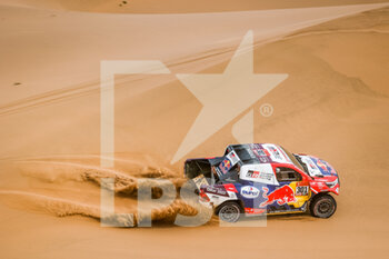 13/01/2021 - 301 Al-Attiyah Nasser (qat), Baumel Matthieu (fra), Toyota, Toyota Gazoo Racing, Auto, action during the 11th stage of the Dakar 2021 between Al-Ula and Yanbu, in Saudi Arabia on January 14, 2021 - Photo Florent Gooden / DPPI - 10TH STAGE OF THE DAKAR 2021 BETWEEN NEOM AND ALULA - RALLY - MOTORI