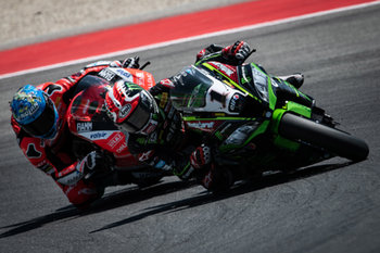 Jonathan Rea and Marco Melandri during Race 2 in Misano - Pirelli Riviera di Rimini Round 2018 - Warm Up and Race 2 - SUPERBIKE - MOTORI