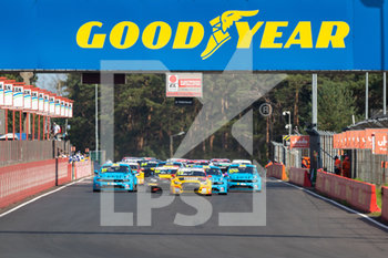11/09/2020 - 17 Berthon Nathanael (fra), Comtoyou DHL Team Audi Sport, Audi LMS, action 12 Urrutia Santiago (usa), Cyan Performance Lynk and Co, Lynk and Co 03 TCR, action 100 Muller Yvan (fra), Cyan Performance Lynk and Co, Lynk and Co 03 TCR, action , start of the race, depart, during the 2020 FIA WTCR Race of Belgium, 1st round of the 2020 FIA World Touring Car Cup, on the Circuit Zolder, from September 11 to 13, 2020 in Zolder, Belgium - Photo Fr - FIA WORLD TOURING CAR CUP 2020 - BELGIO - TURISMO E GRAN TURISMO - MOTORI