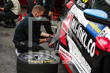 10/10/2020 - ALL-INKL.DE Munnich Motorsport, Honda Civic TCR, atmosphere during the 2020 FIA WTCR Race of Slovakia, 3rd round of the 2020 FIA World Touring Car Cup, on the Automotodrom Slovakia Ring, from October 9 to 11, 2020 in Orechova Poton, Slovakia - Photo Florent Gooden / DPPI - 2020 FIA WTCR RACE OF SLOVAKIA, 3RD ROUND OF THE WORLD TOURING CAR CUP - TURISMO E GRAN TURISMO - MOTORI