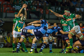 08/09/2018 - Up and under di LLoyd Williams contrastato da Tito Tebaldi e Marco Fuser - BENETTON TREVISO VS CARDIFF BLUES - GUINNESS PRO 14 - RUGBY