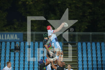 02/10/2020 - Seb Davies (Cardiff) takes the ball in touch - ZEBRE VS CARDIFF BLUES - GUINNESS PRO 14 - RUGBY