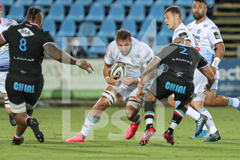 02/10/2020 - Josh Turnbull (Cardiff) carries the Ball - ZEBRE VS CARDIFF BLUES - GUINNESS PRO 14 - RUGBY