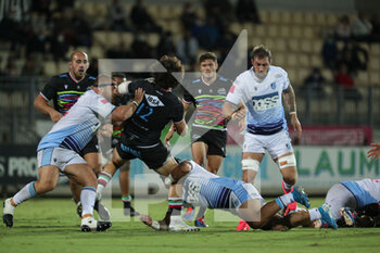 02/10/2020 - Tommaso Boni is double tackled by two Cardiff defenders - ZEBRE VS CARDIFF BLUES - GUINNESS PRO 14 - RUGBY