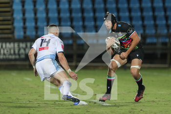 02/10/2020 - Lorenzo Masselli carries the ball - ZEBRE VS CARDIFF BLUES - GUINNESS PRO 14 - RUGBY