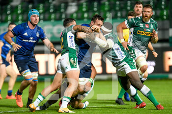 10/10/2020 - Jack Conan (Leinster) fights for the ball against Marco Zanon (Treviso) and Cherif Traore (Treviso) - BENETTON TREVISO VS LEINSTER RUGBY - GUINNESS PRO 14 - RUGBY