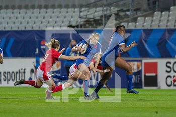 03/04/2021 - Emilie Boulard of France and Elinor Snowsill of Wales during the 2021 Women's Six Nations, rugby union match between France and Wales on April 3, 2021 at La Rabine stadium in Vannes, France - Photo Damien Kilani / DK Prod / DPPI - SEI NAZIONI FEMMINILE 2021 - FRANCIA VS GALLES - 6 NAZIONI - RUGBY