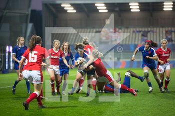 03/04/2021 - Clara Joyeux of France is tackled during the 2021 Women's Six Nations, rugby union match between France and Wales on April 3, 2021 at La Rabine stadium in Vannes, France - Photo Damien Kilani / DK Prod / DPPI - SEI NAZIONI FEMMINILE 2021 - FRANCIA VS GALLES - 6 NAZIONI - RUGBY