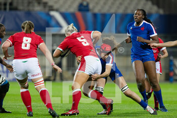 03/04/2021 - Teleri Wyn Davies of Wales is tackled by Celine Ferer of France during the 2021 Women's Six Nations, rugby union match between France and Wales on April 3, 2021 at La Rabine stadium in Vannes, France - Photo Damien Kilani / DK Prod / DPPI - SEI NAZIONI FEMMINILE 2021 - FRANCIA VS GALLES - 6 NAZIONI - RUGBY
