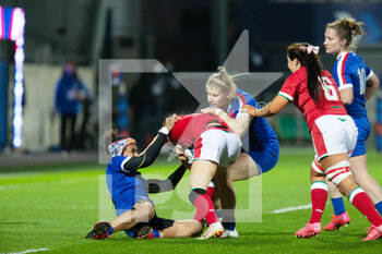 03/04/2021 - Jasmine Joyce of Wales tackled by Maelle Filopon and Emeline Gros of France during the 2021 Women's Six Nations, rugby union match between France and Wales on April 3, 2021 at La Rabine stadium in Vannes, France - Photo Damien Kilani / DK Prod / DPPI - SEI NAZIONI FEMMINILE 2021 - FRANCIA VS GALLES - 6 NAZIONI - RUGBY