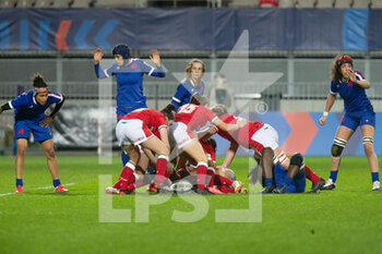 03/04/2021 - Ruck for Wales during the 2021 Women's Six Nations, rugby union match between France and Wales on April 3, 2021 at La Rabine stadium in Vannes, France - Photo Damien Kilani / DK Prod / DPPI - SEI NAZIONI FEMMINILE 2021 - FRANCIA VS GALLES - 6 NAZIONI - RUGBY