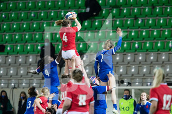 03/04/2021 - Gwen Crabb of Wales wins the line out during the 2021 Women's Six Nations, rugby union match between France and Wales on April 3, 2021 at La Rabine stadium in Vannes, France - Photo Damien Kilani / DK Prod / DPPI - SEI NAZIONI FEMMINILE 2021 - FRANCIA VS GALLES - 6 NAZIONI - RUGBY