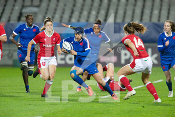 03/04/2021 - Caroline Boujard of France and Lisa Neumann of Wales during the 2021 Women's Six Nations, rugby union match between France and Wales on April 3, 2021 at La Rabine stadium in Vannes, France - Photo Damien Kilani / DK Prod / DPPI - SEI NAZIONI FEMMINILE 2021 - FRANCIA VS GALLES - 6 NAZIONI - RUGBY