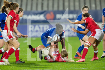 03/04/2021 - Coumba Diallo of France tackled by Manon Johnes of Wales during the 2021 Women's Six Nations, rugby union match between France and Wales on April 3, 2021 at La Rabine stadium in Vannes, France - Photo Damien Kilani / DK Prod / DPPI - SEI NAZIONI FEMMINILE 2021 - FRANCIA VS GALLES - 6 NAZIONI - RUGBY