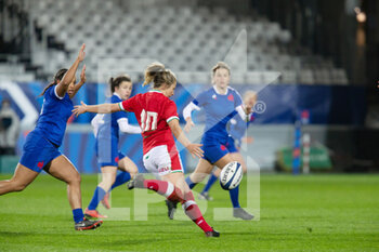 03/04/2021 - Elinor Snowsill of Wales clears during the 2021 Women's Six Nations, rugby union match between France and Wales on April 3, 2021 at La Rabine stadium in Vannes, France - Photo Damien Kilani / DK Prod / DPPI - SEI NAZIONI FEMMINILE 2021 - FRANCIA VS GALLES - 6 NAZIONI - RUGBY