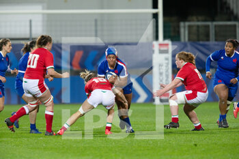03/04/2021 - Safi N'Diaye of France is tackled by Bethan Dainton of Wales during the 2021 Women's Six Nations, rugby union match between France and Wales on April 3, 2021 at La Rabine stadium in Vannes, France - Photo Damien Kilani / DK Prod / DPPI - SEI NAZIONI FEMMINILE 2021 - FRANCIA VS GALLES - 6 NAZIONI - RUGBY