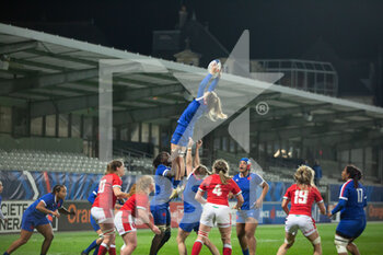 03/04/2021 - Gaelle Hermet of France wins the line out during the 2021 Women's Six Nations, rugby union match between France and Wales on April 3, 2021 at La Rabine stadium in Vannes, France - Photo Damien Kilani / DK Prod / DPPI - SEI NAZIONI FEMMINILE 2021 - FRANCIA VS GALLES - 6 NAZIONI - RUGBY
