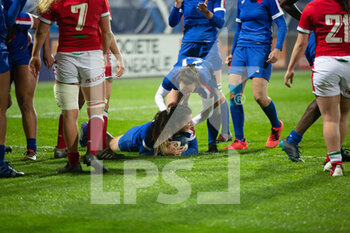03/04/2021 - Agathe Sochat of France celebrates after his try with Laure Sansus during the 2021 Women's Six Nations, rugby union match between France and Wales on April 3, 2021 at La Rabine stadium in Vannes, France - Photo Damien Kilani / DK Prod / DPPI - SEI NAZIONI FEMMINILE 2021 - FRANCIA VS GALLES - 6 NAZIONI - RUGBY
