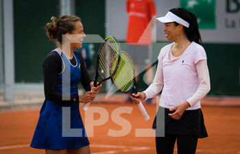 03/10/2020 - Barbora Strycova of the Czech Republic and Su-Wei Hsieh of Chinese Taipeh playing doubles at the Roland Garros 2020, Grand Slam tennis tournament, on October 3, 2020 at Roland Garros stadium in Paris, France - Photo Rob Prange / Spain DPPI / DPPI - ROLAND GARROS 2020, GRAND SLAM TOURNAMENT - INTERNAZIONALI - TENNIS