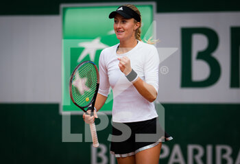 03/10/2020 - Kristina Mladenovic of France playing doubles at the Roland Garros 2020, Grand Slam tennis tournament, on October 3, 2020 at Roland Garros stadium in Paris, France - Photo Rob Prange / Spain DPPI / DPPI - ROLAND GARROS 2020, GRAND SLAM TOURNAMENT - INTERNAZIONALI - TENNIS