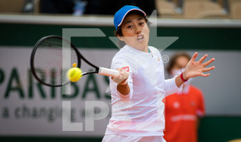 03/10/2020 - Shuai Zhang of China in action during the third round at the Roland Garros 2020, Grand Slam tennis tournament, on October 3, 2020 at Roland Garros stadium in Paris, France - Photo Rob Prange / Spain DPPI / DPPI - ROLAND GARROS 2020, GRAND SLAM TOURNAMENT - INTERNAZIONALI - TENNIS