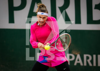 03/10/2020 - Aryna Sabalenka of Belarus in action against Ons Jabeur of Tunisia during the third round at the Roland Garros 2020, Grand Slam tennis tournament, on October 3, 2020 at Roland Garros stadium in Paris, France - Photo Rob Prange / Spain DPPI / DPPI - ROLAND GARROS 2020, GRAND SLAM TOURNAMENT - INTERNAZIONALI - TENNIS