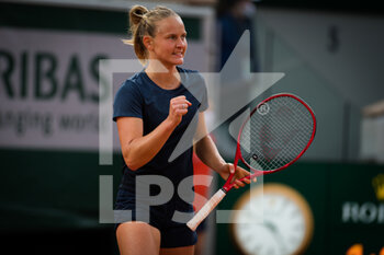 03/10/2020 - Fiona Ferro of France in action against Patricia Maria Tig of Romania during the third round at the Roland Garros 2020, Grand Slam tennis tournament, on October 3, 2020 at Roland Garros stadium in Paris, France - Photo Rob Prange / Spain DPPI / DPPI - ROLAND GARROS 2020, GRAND SLAM TOURNAMENT - INTERNAZIONALI - TENNIS