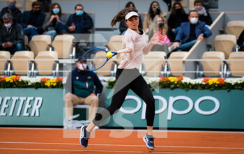 03/10/2020 - Patricia Maria Tig of Romania in action against Fiona Ferro of France during the third round at the Roland Garros 2020, Grand Slam tennis tournament, on October 3, 2020 at Roland Garros stadium in Paris, France - Photo Rob Prange / Spain DPPI / DPPI - ROLAND GARROS 2020, GRAND SLAM TOURNAMENT - INTERNAZIONALI - TENNIS