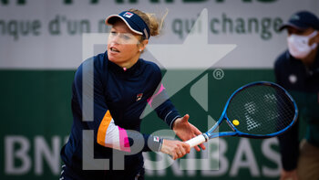 03/10/2020 - Laura Siegemund of Germany in action against Petra Martic of Croatia during the third round at the Roland Garros 2020, Grand Slam tennis tournament, on October 3, 2020 at Roland Garros stadium in Paris, France - Photo Rob Prange / Spain DPPI / DPPI - ROLAND GARROS 2020, GRAND SLAM TOURNAMENT - INTERNAZIONALI - TENNIS