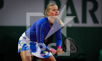 03/10/2020 - Petra Kvitova of the Czech Republic in action against Leylah Fernandez of Canada during the third round at the Roland Garros 2020, Grand Slam tennis tournament, on October 3, 2020 at Roland Garros stadium in Paris, France - Photo Rob Prange / Spain DPPI / DPPI - ROLAND GARROS 2020, GRAND SLAM TOURNAMENT - INTERNAZIONALI - TENNIS